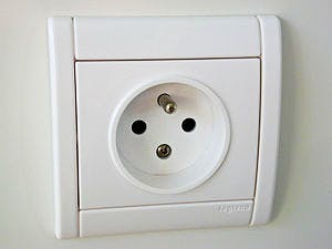 English: A french (Type E) power socket. Franç...